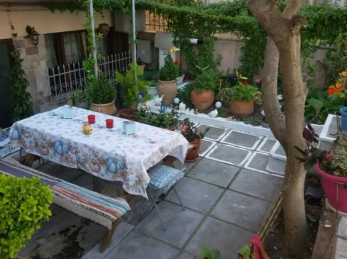 garden_table_yard_paradise