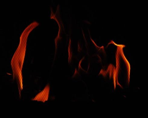 flames_podia_gynaikas_JohnnyDi